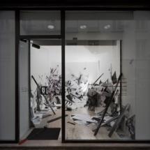 vue vitrine PHOTO - art - installation - picture - kunst - studio - art contemporain - noir et blanc - peinture - dessin - espace - détail