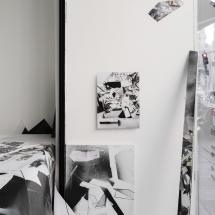 Vue exposition PHOTO - art - installation - picture - kunst - studio - art contemporain - noir et blanc - peinture - dessin - espace